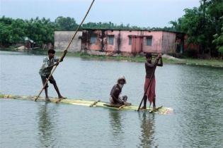 От наводнения в Индии пострадали 2 млн. людей (видео)