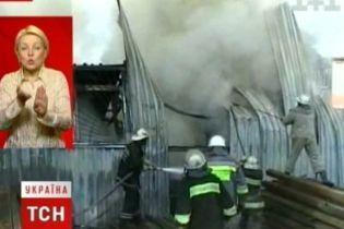 На Троещине горели ангары (видео)