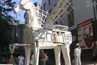 В Хмельницком создали художественного коня (видео)