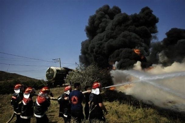 В Грузии продолжает гореть поезд с горючим (фото)