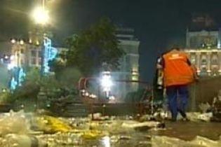 Площадь Независимости как большой мусорник (видео)