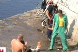 Мужчина выжил, прыгнув с 10-ти метров на бетон (видео)
