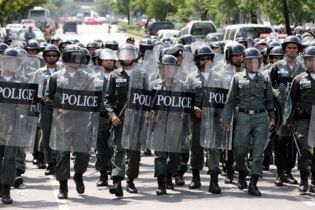 В Таиланде разгоняют оппозиционеров (видео)