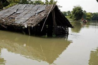 4 миллиона людей пострадало от наводнения в Индии (видео)