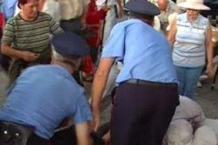 Милиционеров судят за ограбление на вокзале (видео)