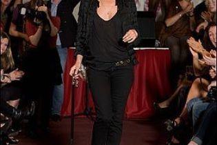 Кейт Мосс вернулась на подиум