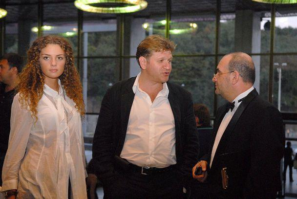 Семенюк-Самсоненко и Снежана Егорова сводили мужчин на антиквариат (фото)