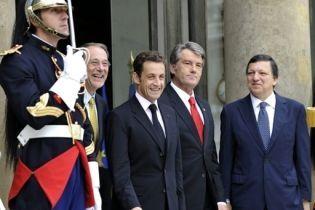 Саркози: конфликт на Кавказе нужно решать политическим путем (видео)