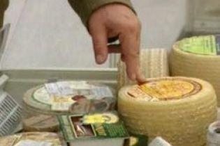 В Канаде люди массово отравляются сыром - есть жертвы (видео)