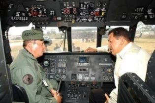 Чавес сядет за штурвал российского бомбардировщика (видео)