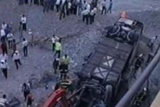 В Иране автобус упал c моста в реку. 12 погибших (видео)