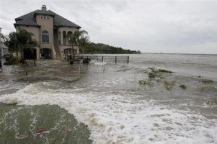 """Подсчитывают убытки от урагана """"Айк"""" в США (видео)"""