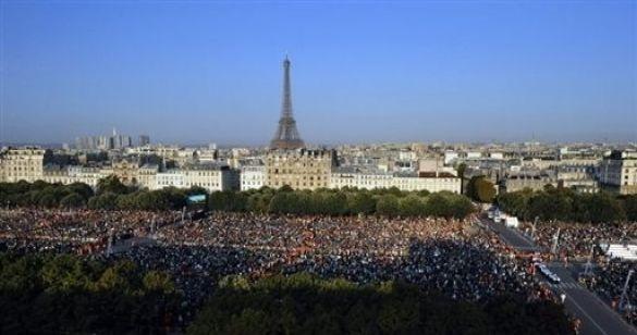 папа римський в парижі