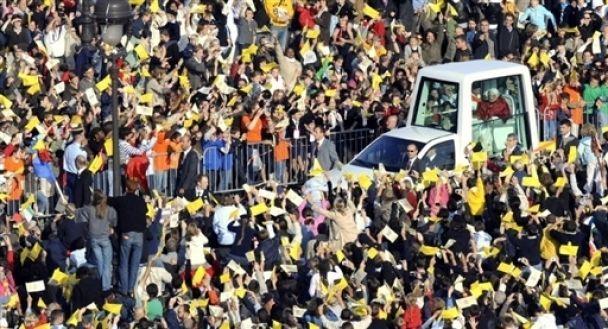 Папа Римский собрал на мессу 160 тысяч человек в Париже