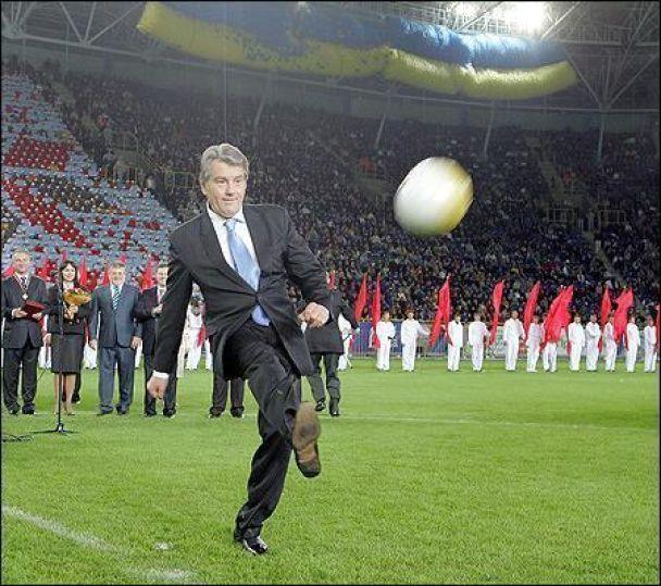 Ющенко начал играть в футбол в Днепропетровске (видео)
