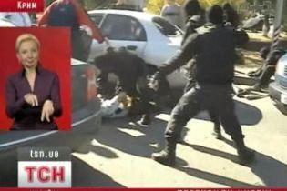 Наркоторговцев, работавших под прикрытием милиции, задержали (видео)