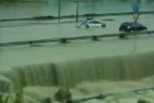 Во время наводнения в Испании умерла женщина (видео)