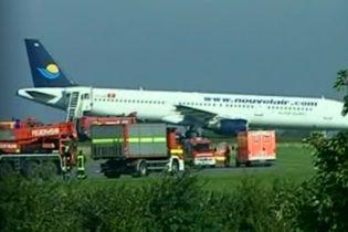 Авиалайнер выкатился за пределы взлетной полосы в Дортмунде (видео)