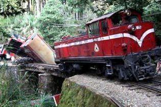 В России поезд упал с моста