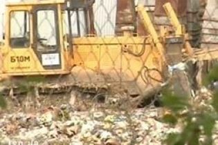 В Сумской области с мусорополигона похитили технику (видео)