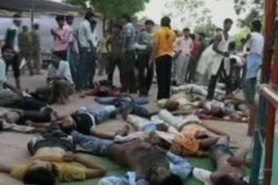 144 человека погибли в давке в индийском храме (видео)