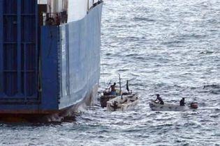 Семьи моряков просят не стрелять по Faina (видео)