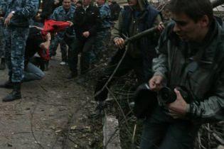 Столкновения с застройщиками: журналисту сломали руку (видео)