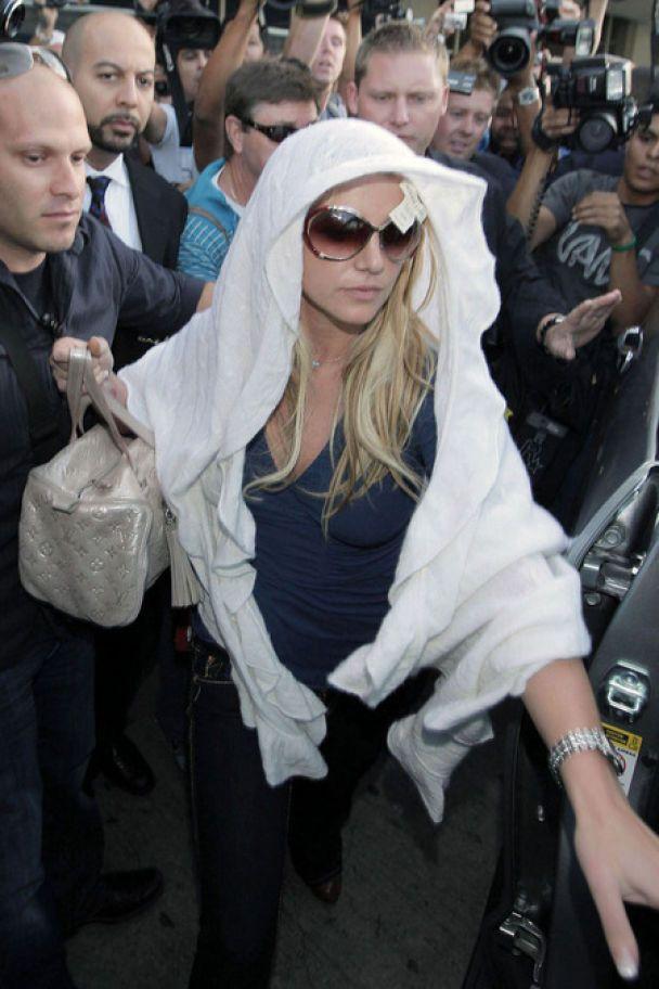 Бритни Спирс нацепила на голову полотенце (фото)