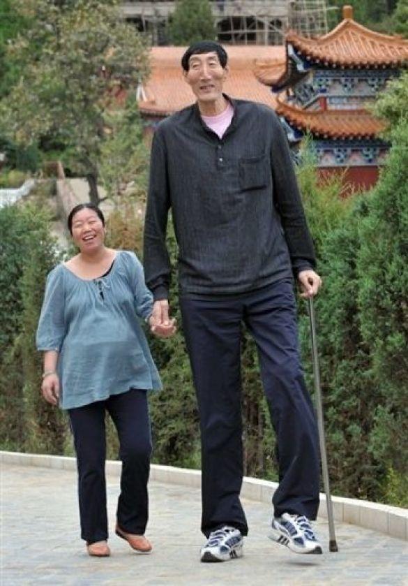Найвищий чоловік з дружиною