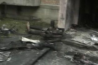В жилом доме Киева прозвучало несколько взрывов (видео, обновлено)