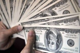Доллар в обменниках стоит больше 6 гривен