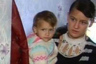 Мать побила 4-летнего сына (видео, обновлено)