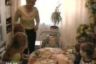 В Донецкой области женщина усыновила детей с ВИЧ (видео)