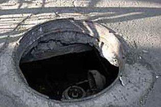 В Киеве воруют канализационные люки (видео)
