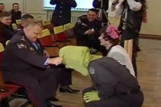 Шрек и Фиона одели погоны и пошли в украинскую милицию (видео)