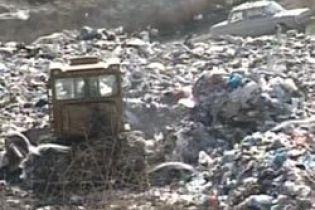 В Луганской области горит полигон с отходами (видео)