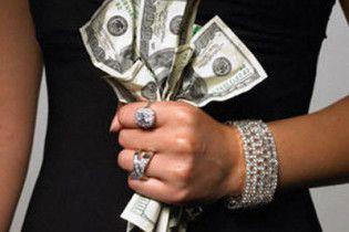 В обменниках подешевел доллар