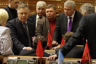 Коммунисты опять угрожают выйти из коалиции и требуют новых должностей