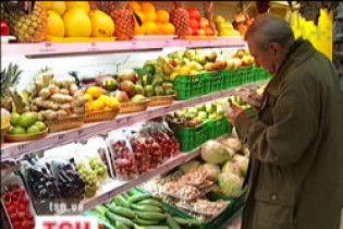 Украинцы массово скупают продукты за рубежом
