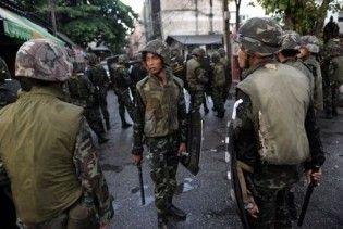 """Армия Таиланда начала """"зачистку"""" оппозиции: в центре Бангкока стрельба и взрывы"""