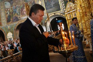 Янукович помолился за Украину в Киево-Печерской лавре
