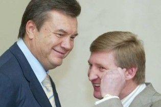 Янукович поздравил компанию Ахметова с юбилеем