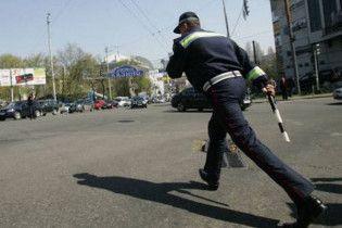 На Запорожье пьяный пассажир обматерил и избил гаишника