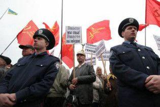 Коммунистам и Тягнибоку запретили митинговать в день Октябрьской революции