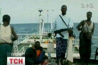 Сомалийские пираты напали на балкер с украинцами на борту