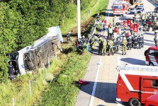 В Малайзии перевернулся автобус с туристами: 25 жертв