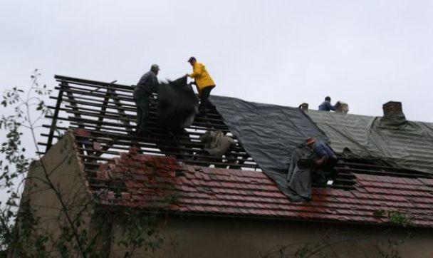 В Польше люди погибли во время урагана (видео)