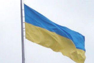 На Львовщине поляк исполосовал 5 государственных флагов Украины
