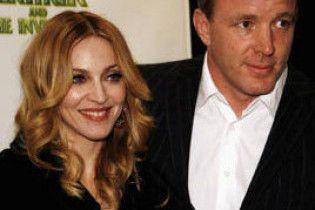 Мадонна опаздывает на 15 минут к Гаю Ричи (видео)