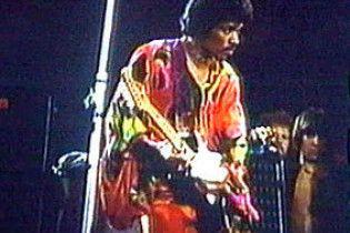 Гитару Хендрикса, которая загорелась на сцене, продали за полмиллиона (видео)